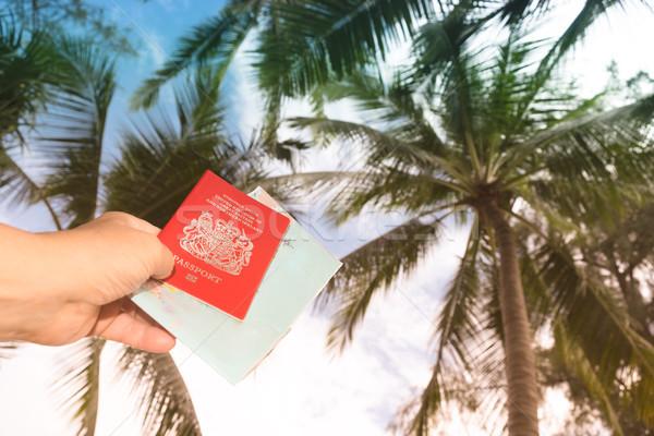 Foto stock: Mão · grã-bretanha · passaporte · mapa · céu
