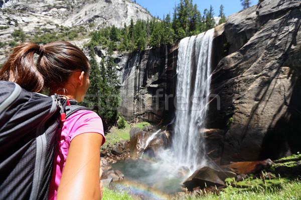 Wandelaar meisje naar vallen yosemite USA Stockfoto © Maridav
