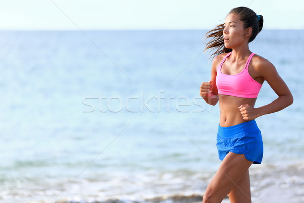 Determinado mulher corrida praia corrida caber Foto stock © Maridav