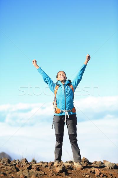 Zdjęcia stock: Szczęśliwy · turysta · kobieta · zwycięski · sukces