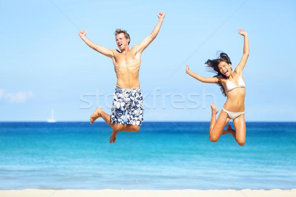 Stok fotoğraf: Plaj · insanlar · mutlu · çift · atlama · mayo