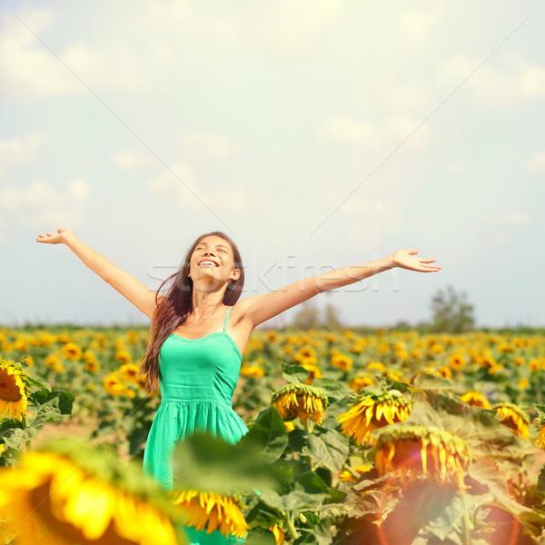 Vrouw zomer meisje gelukkig zonnebloem Stockfoto © Maridav