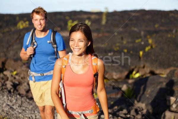 Wandelen mensen paar lopen lava veld Stockfoto © Maridav