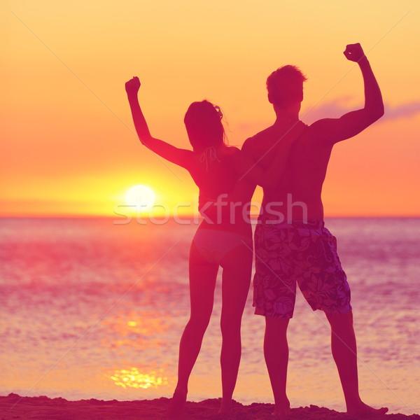 Stok fotoğraf: Kazanan · başarı · mutlu · plaj · çift · gün · batımı