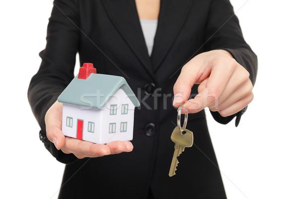 Stock fotó: Ingatlanügynök · új · ház · kulcsok · ingatlanügynök · mutat · tart