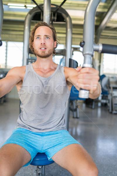 Gymnase fitness homme athlète poitrine exercice Photo stock © Maridav