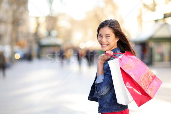 Femme Shopping fille extérieur souriant Photo stock © Maridav