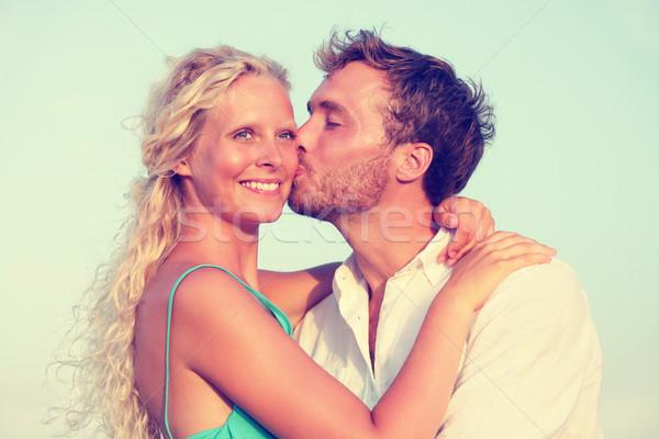 ストックフォト: ロマンチックな · カップル · キス · 日没 · ビーチ