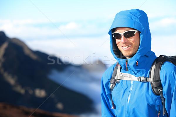 Randonneur homme trekking portrait élevé montagne Photo stock © Maridav