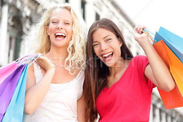 Foto stock: Amigos · compras · mujeres · excitado · feliz · gritando