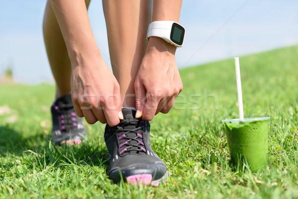 Chaussures de course sport smoothie vert Homme coureur chaussures Photo stock © Maridav