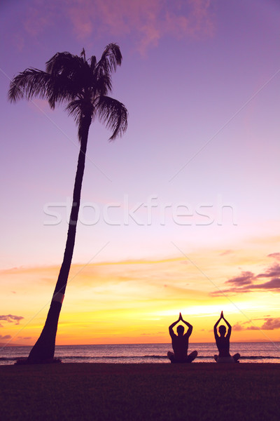 Foto stock: Ioga · meditação · silhuetas · pessoas · pôr · do · sol · silhueta