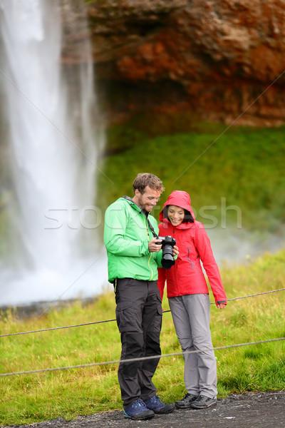 Foto stock: Turistas · câmera · cachoeira · Islândia · romântico · casal