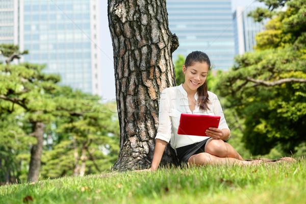 Japán nő olvas tabletta app Tokió Stock fotó © Maridav