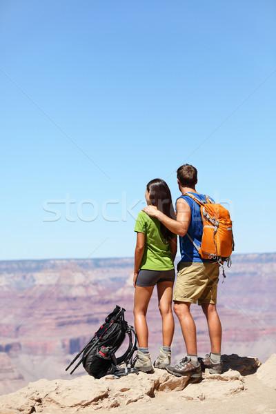 Escursionisti Grand Canyon escursioni Coppia guardando view Foto d'archivio © Maridav