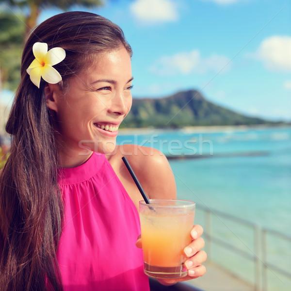 Stock fotó: Fiatal · nő · tart · koktél · üveg · tengerpart · bár