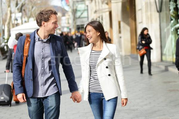 Kentsel modern profesyoneller çift yürüyüş romantik Stok fotoğraf © Maridav