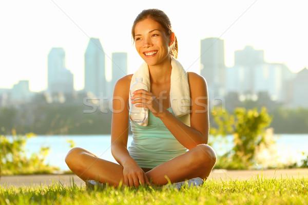 Freien Training Frau Fitness Frau Läufer entspannenden Stock foto © Maridav