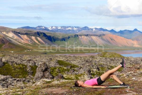 Fitness vrouw been brug oefening opleiding Stockfoto © Maridav