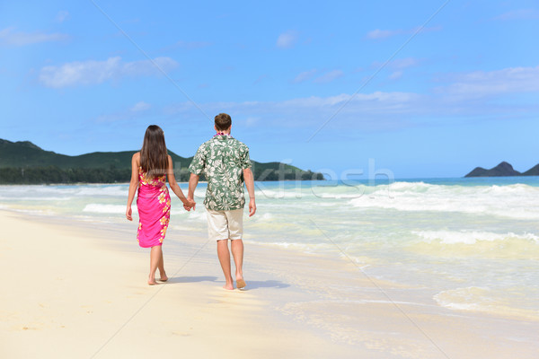Hawaii lune de miel couple marche plage tropicale Photo stock © Maridav