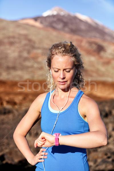 Runner naar hartslag monitor smart horloge Stockfoto © Maridav