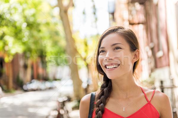 Szczęśliwy asian kobieta spaceru słoneczny ulicy miasta Zdjęcia stock © Maridav