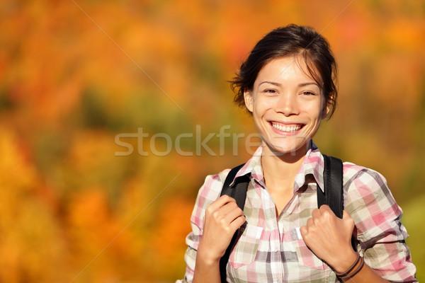 Asian kobieta turysta turystyka jesienią lasu Zdjęcia stock © Maridav