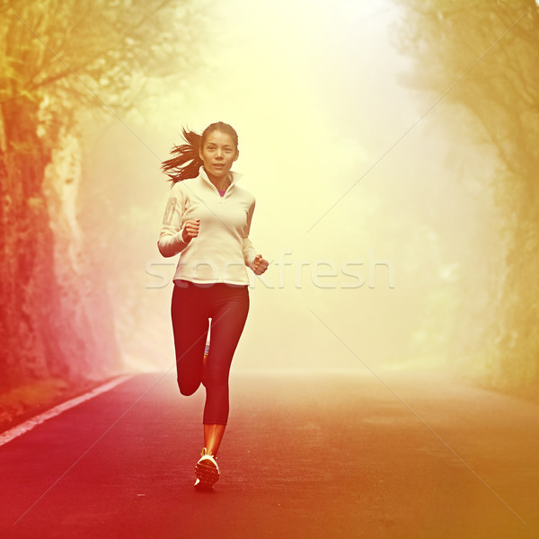 Courir femme jogging route sunrise brouillard Photo stock © Maridav
