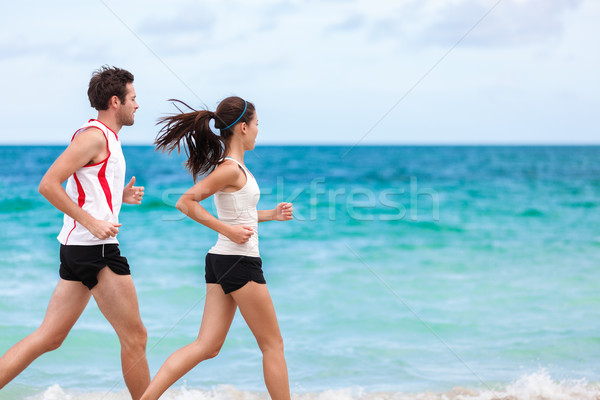 Couple coureurs courir formation cardio plage Photo stock © Maridav