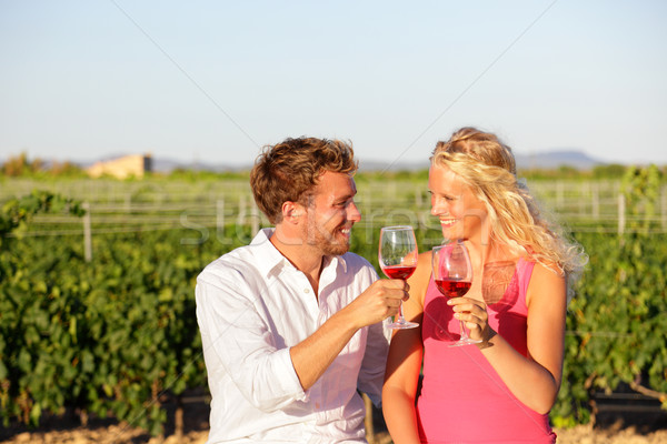 Vinho tinto potável casal vinha pessoas Foto stock © Maridav