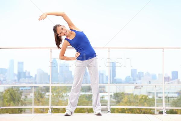 Stad training vrouw lopen oefening Stockfoto © Maridav