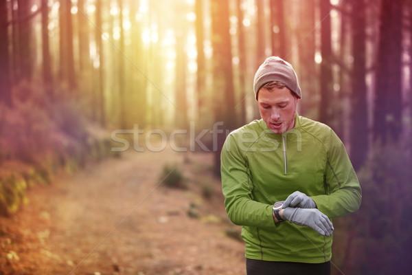 тропе работает Runner частота сердечных сокращений контроля Смотреть Сток-фото © Maridav