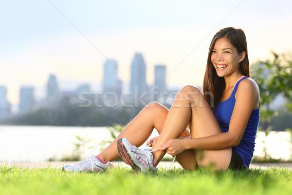 Vrouw runner gelukkig loopschoenen outdoor training Stockfoto © Maridav
