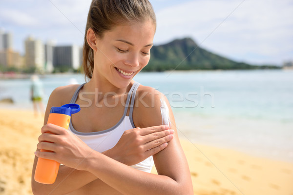 Femme de remise en forme bronzage lotion Photo stock © Maridav