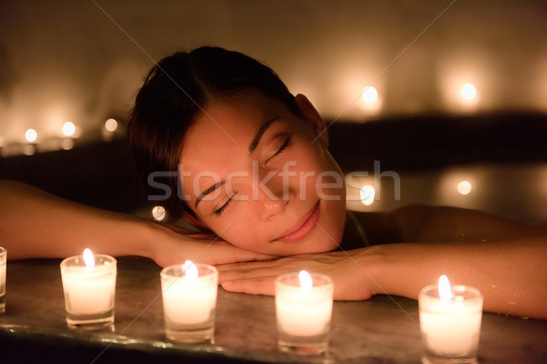Bela mulher jacuzzi velas estância termal belo mulher jovem Foto stock © Maridav
