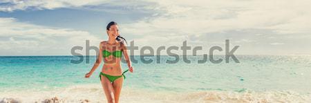 衝浪 衝浪 女孩 看 海洋 海灘 商業照片 © Maridav