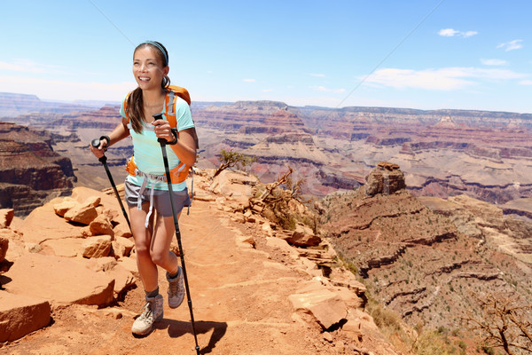 Stock fotó: Mosolyog · női · természetjáró · sétál · Grand · Canyon · fiatal