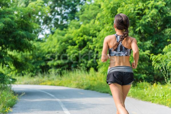 Tätig Lifestyle Mädchen Läufer läuft Stadt Stock foto © Maridav