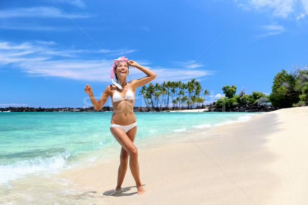 Strand vakantie vrouw genieten zwemmen oceaan Stockfoto © Maridav