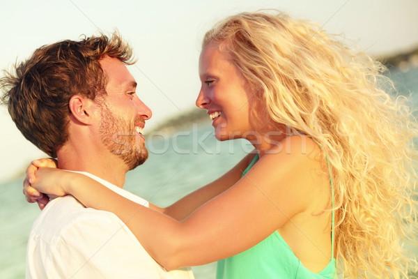 Stockfoto: Romantische · paar · liefde · zoenen · gelukkig · strand