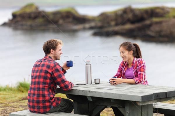 Zdjęcia stock: Kemping · para · posiedzenia · tabeli · pitnej · kawy