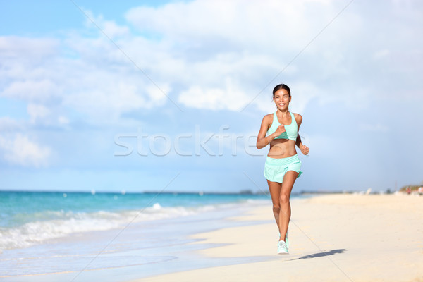 Glücklich passen weiblichen Läufer läuft Strand Stock foto © Maridav