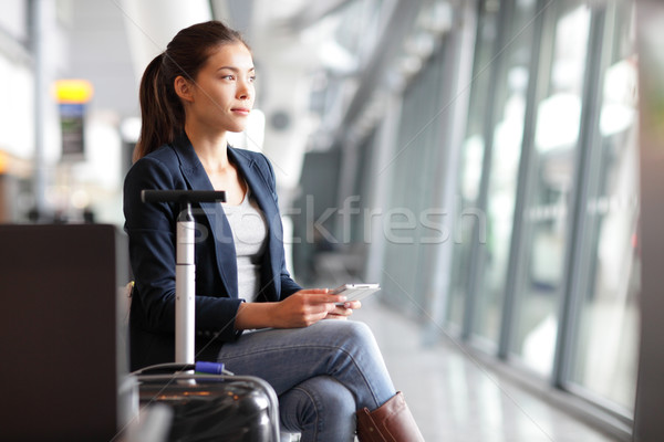 Сток-фото: путешественник · женщину · аэропорту · ждет · Воздушные · путешествия · таблетка