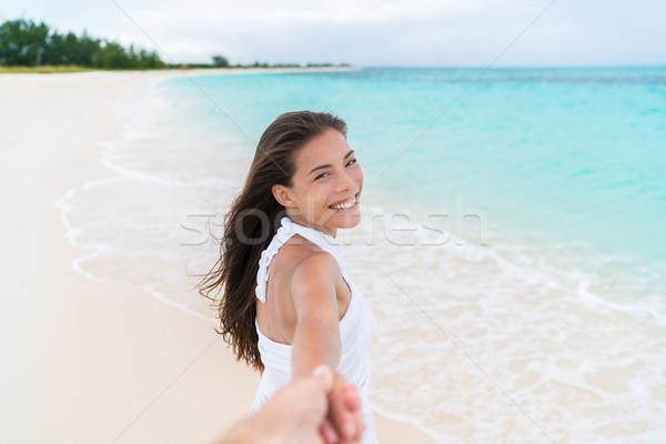 Plaj kadın bakıyor erkek arkadaş el Stok fotoğraf © Maridav