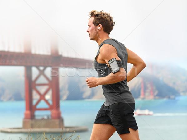 ストックフォト: を実行して · 男 · 男性 · ランナー · サンフランシスコ · 音楽を聴く