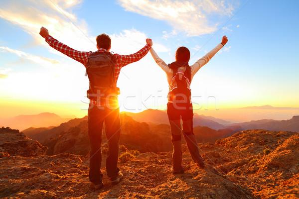 Libertate fericit cuplu Drumeţii Imagine de stoc © Maridav