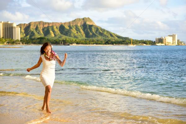 Hawaii nő szórakozás Waikiki tengerpart Honolulu Stock fotó © Maridav
