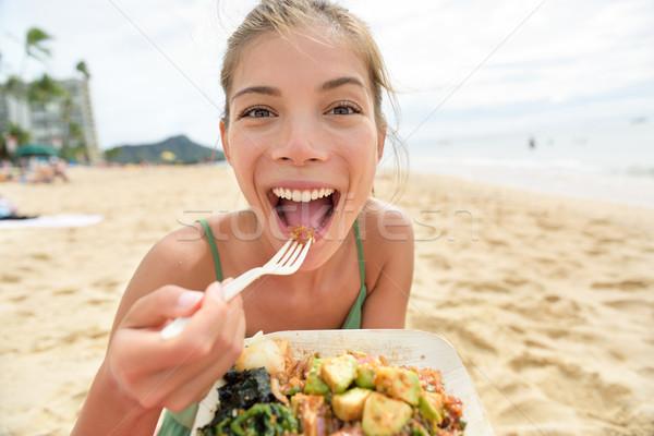 Vicces nő eszik saláta egészséges étel tengerpart Stock fotó © Maridav