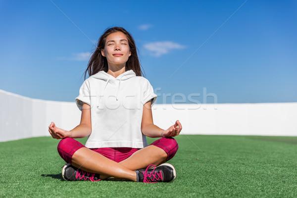Yoga femme de remise en forme été méditation extérieur heureux Photo stock © Maridav