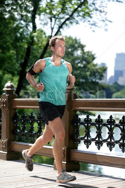 New York City runner lopen luisteren naar muziek smartphone atletisch Stockfoto © Maridav